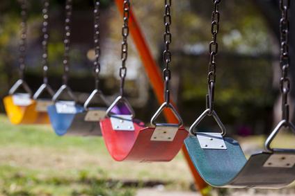 jardin enfants balancoires