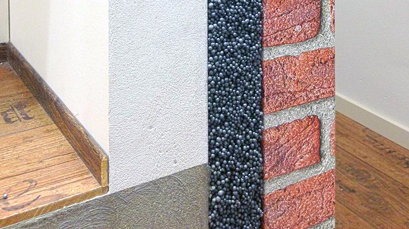 de lagen van een spouwmuur met isolatie